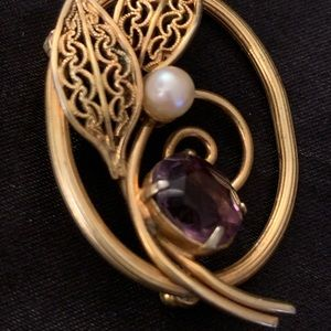 Golden color pin with faux pearl and stone